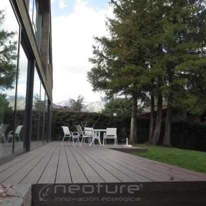 Tarima encapsulada en madera composite exterior