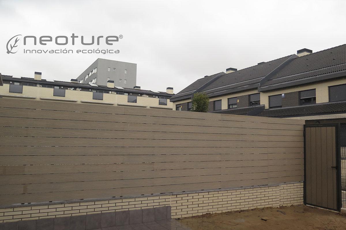 Valla madera composite exterior encapsulada NeoCros Fresno