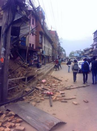 earthquake Nepal april houses damaged 2