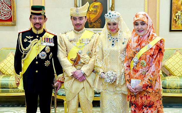 03 Brunei Sultan Owns more than 7000 Cars and gold made cars and planes