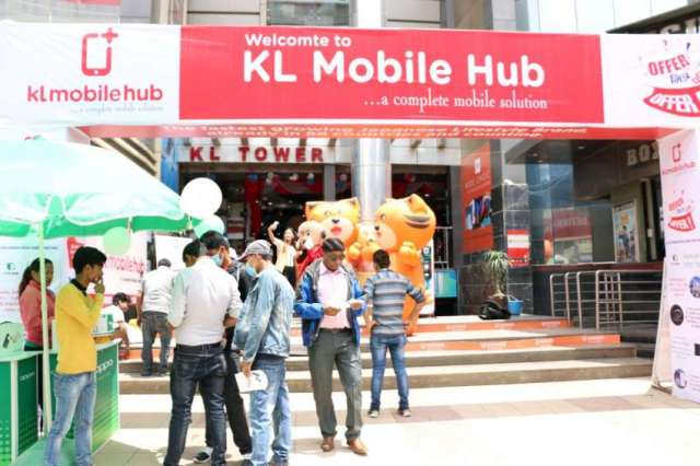 Attractive gift hampers at KL Mobile hub