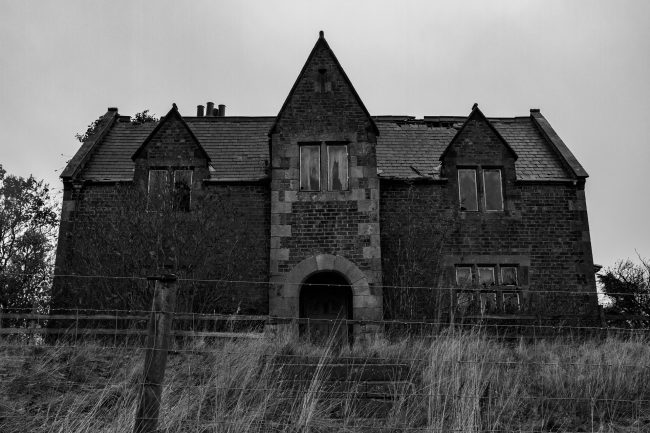 Halloween Distractions: spooky abandoned house