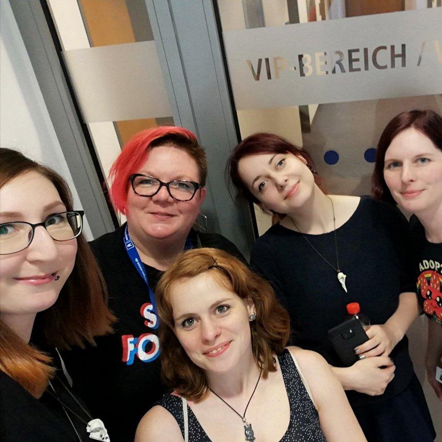 5 Frauen. 1 Comic.