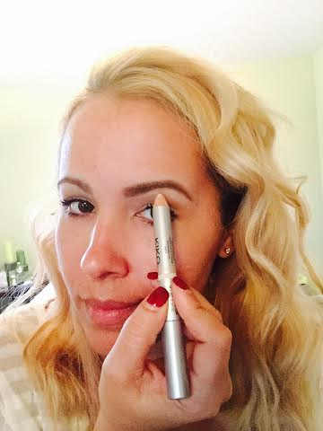 Step Five: Using the highlighting end on the brow bone and done!