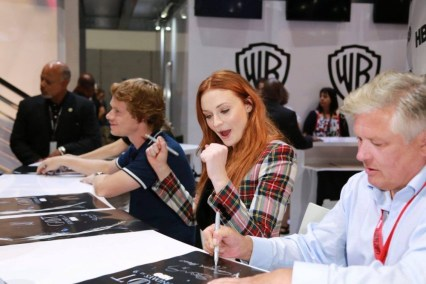 "Nerdeek Life Game-of-Thrones-SDCC-2017-Signing-03 Game of Thrones: ""Let's finish with a high kicking number!"" Conventions"