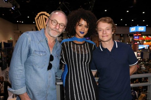 """Nerdeek Life Game-of-Thrones-SDCC-2017-Signing-13 Game of Thrones: """"Let's finish with a high kicking number!"""" Conventions"""