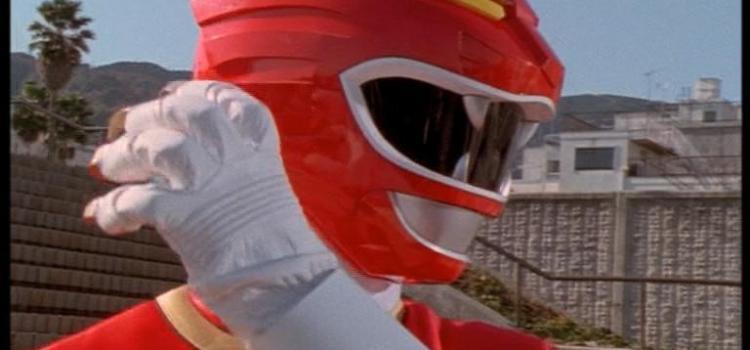 L'ex Power Ranger Rosso trafigge il coinquilino con una spada!