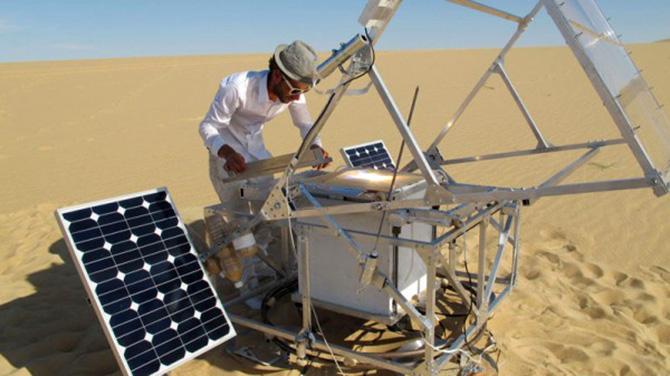 Homem cria impressora 3D que imprime vidro de areia e luz solar