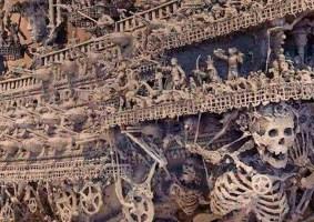 Artista cria gigante escultura de navio fantasma pirata