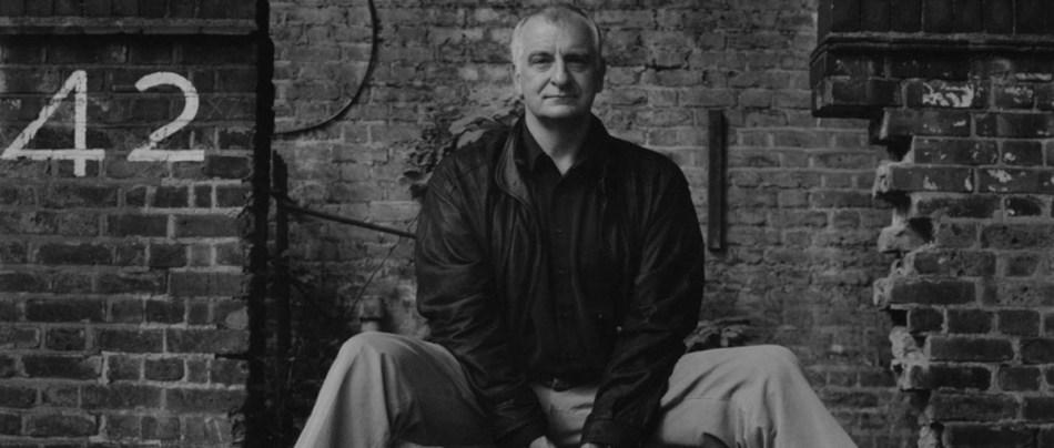 Quando Douglas Adams imaginou a Internet, em 1990