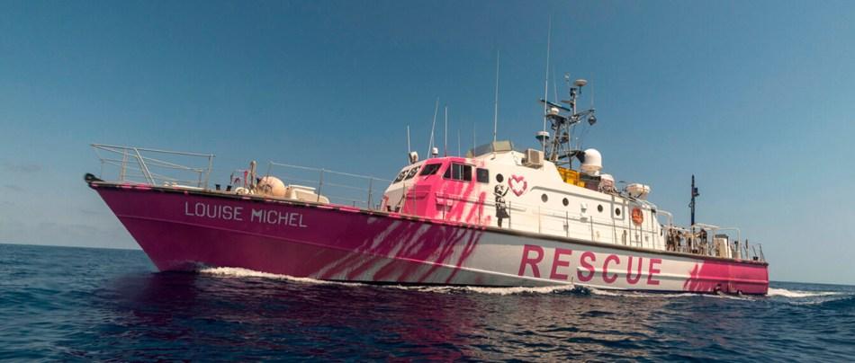 Banksy-financiou-um-barco-de-resgate-para-socorrer-refugiados-CAPA-GEEKNESS-
