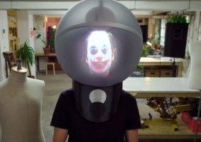 Um capacete que muda a sua cabeça via realidade aumentada