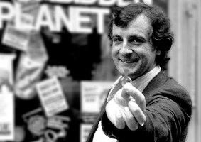 20 anos sem Douglas Adams: Conheça as obras do autor