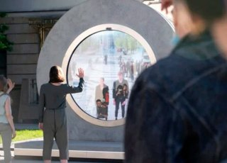 Portals: projeto liga países com grandes telas e webcams nas ruas