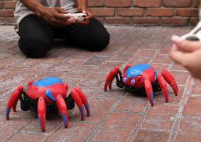 Os robôs aranha da atração do Homem-Aranha na Disney estão à venda