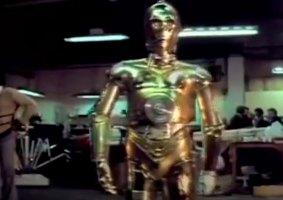 Esta é uma rara filmagem de testes dos Droids de Star Wars, filmada em 16 mm pelo departamento de material original que criou esses personagens da série.