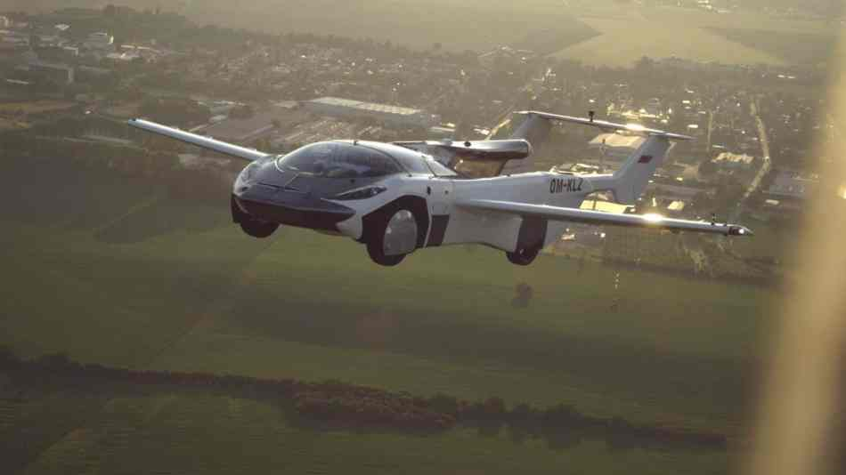 Carro voador realiza seu primeiro voo entre cidades