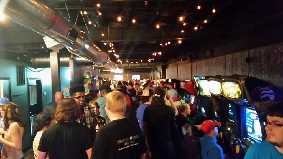 Recbar_gamer crowd