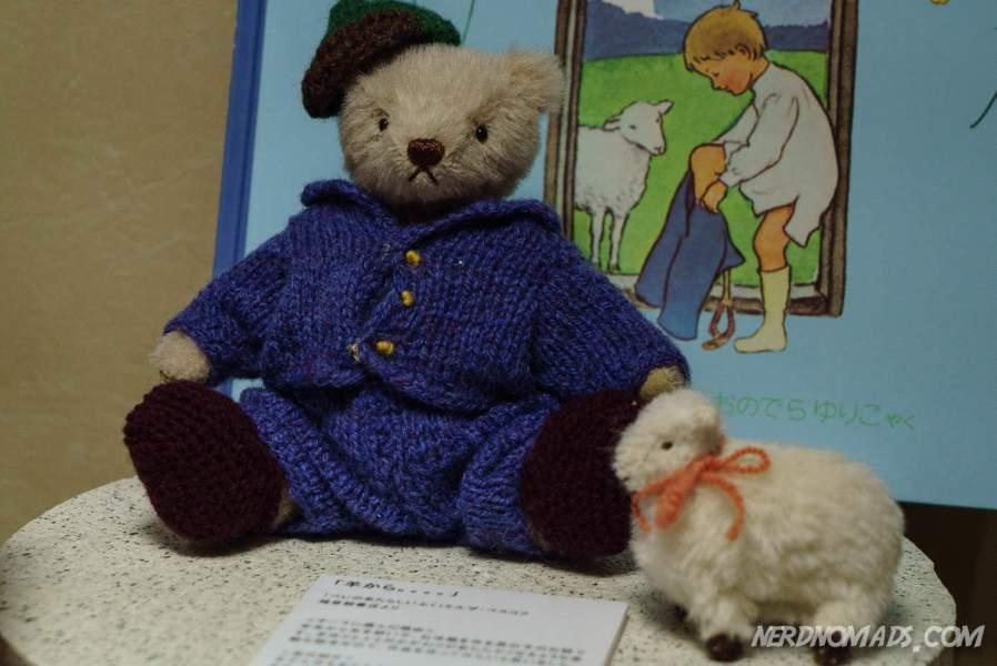 Knitting teddy