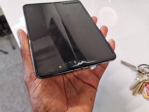 Samsung Galaxy Fold display issues (2)