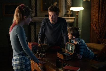 Locke and Key Netflix show, the three Locke children discussing their next move.
