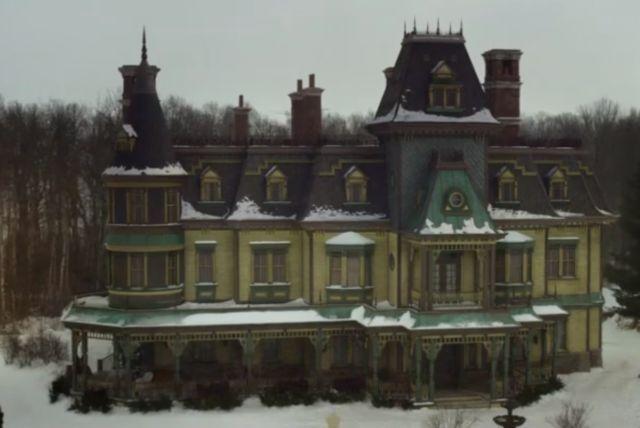 Locke and Key Netflix Show, the gigantic Keyhouse manor.