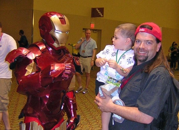 Iron Man impresses a toddler at the Phoenix Comicon