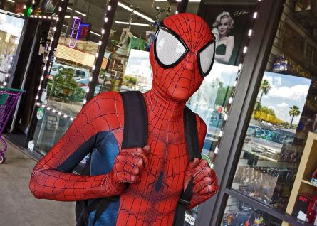 Spidey greeting FCBD fans at Mesa's Samurai Comics