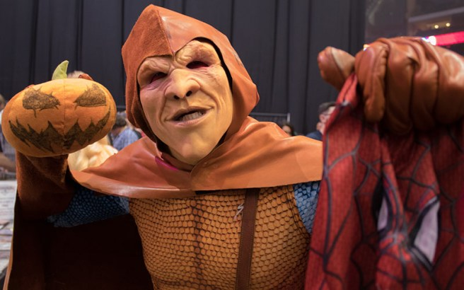 Andre Rhoden embodies the long rivalry between Marvel's Hobble-goblin and Spider-Man during Ace Comic Con. (Photo by Melina Zuniga/Cronkite News)