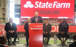 Cardinals broadcast Dave Pasch announces that State Farm is the new title sponsor for the team's stadium. (Photo by Andre Simms/Cronkite News)