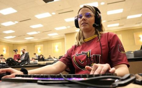 Dani George, ASU Esports Association vice president, plays Minecraft and streams on Twitch in support of Extra Life. (Photo by Lorenzino Estrada/Cronkite News)