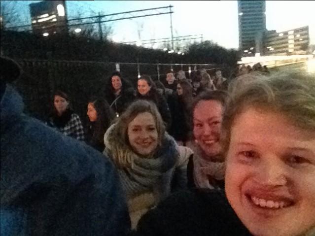 Ik, Alexandra en Kim in de koets met de ongelukkige onderdanen die moesten lopen.