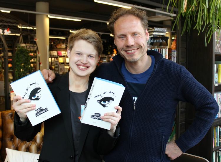 Met Buddy Tegenbosch, een schrijver die altijd zijn best doet om persoonlijke en leuke boodschappen te zetten in boeken die hij signeert!