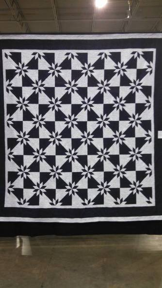 I love the simple two-color quilts.