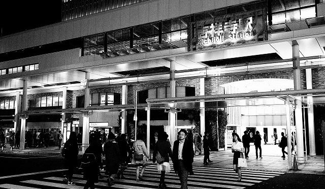 富士フイルム X-T10 で春めく吉祥寺・ハモニカ横丁をぶらつく