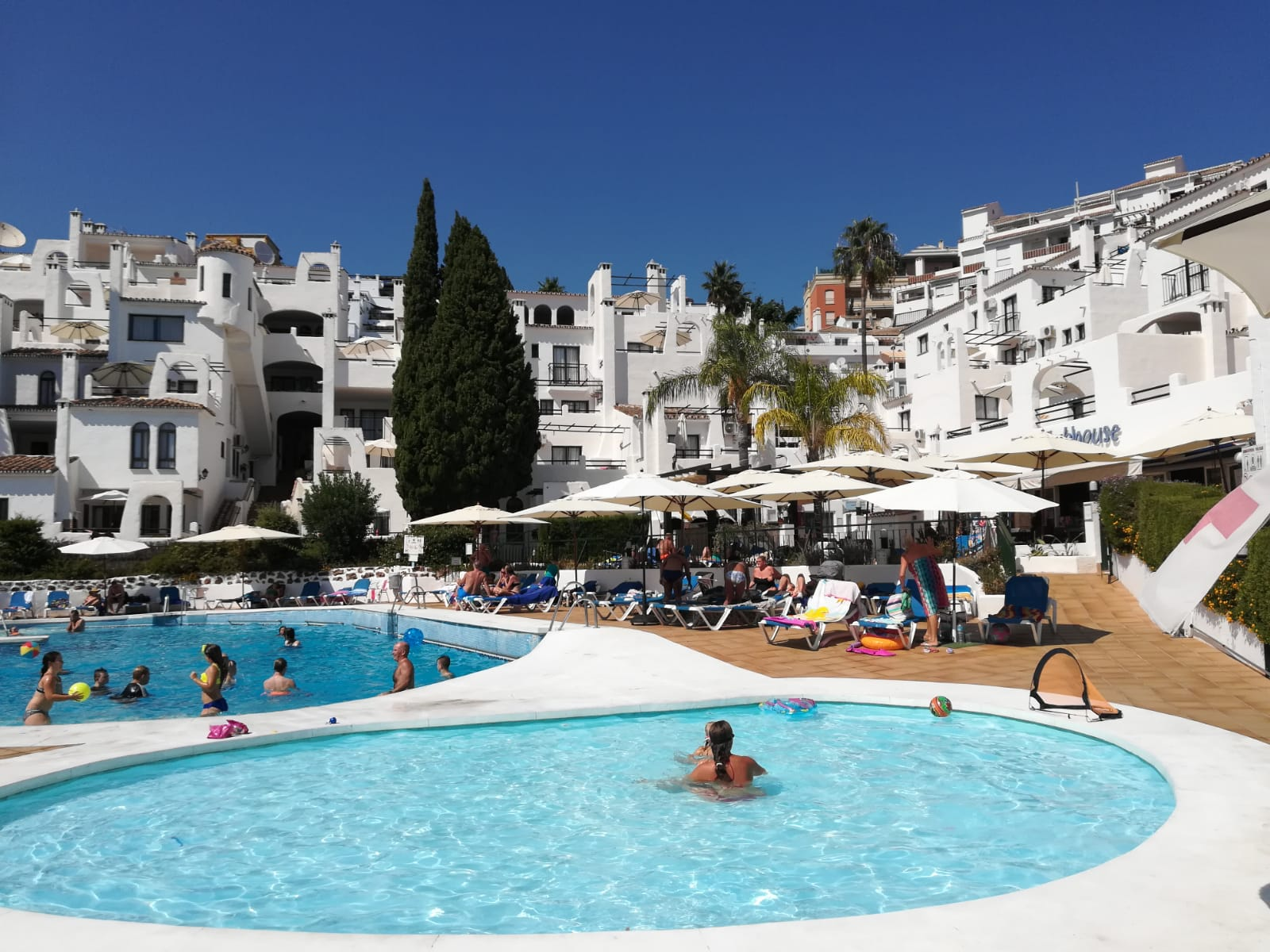 Benalmadena 4 bedrooms apartment for sale with air conditioning heating heated pool