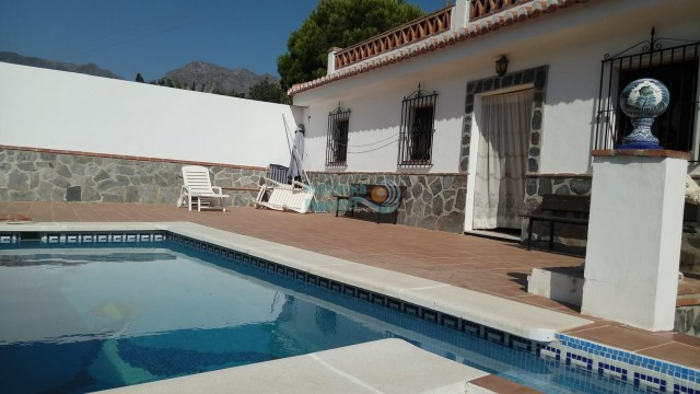 Almunecar country house pool with 2 bedrooms, parking and roof terrace for sale