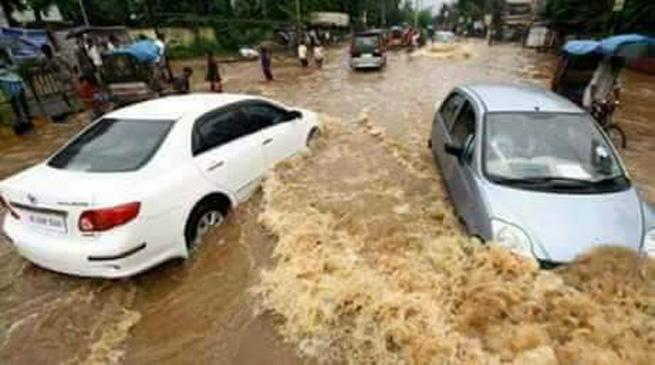भारी बरसात से जलमग्न हुआ गुवाहाटी, 2 की मौत