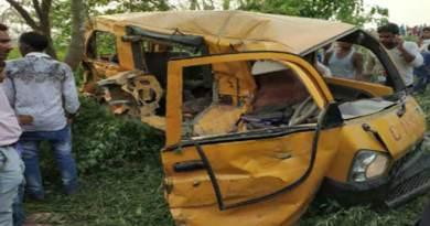 यूपी के कुशीनगर में स्कूल बस और ट्रेन की टक्कर, 11 बच्चों की मौत, 7 घायल