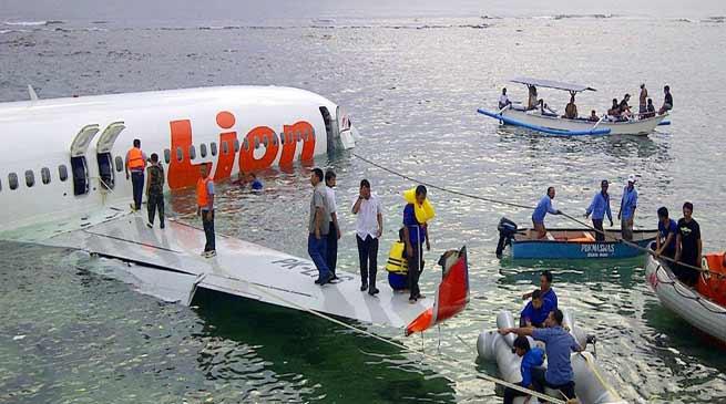 इंडोनेशिया : लायन एयरलाइन्स का यात्रीविमान समुद्र में क्रैश, 188 यात्री सवार थे