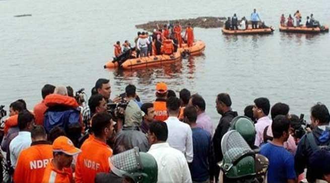 आंध्र प्रदेश: गोदावरी नदी में नाव डूबी, 12 की मौत, 31 लापता