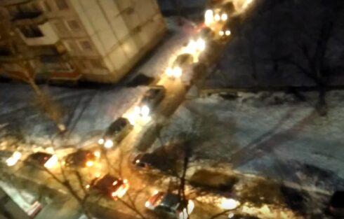 Администрация Тольятти прокомментировала пробку во дворе Куйбышева,20