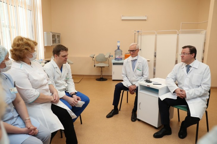 Губернатор Дмитрий Азаров встретился в Тольятти с работниками Медгородка