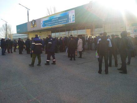 «Тольяттиазот» прокомментировал скопление рабочих на проходной