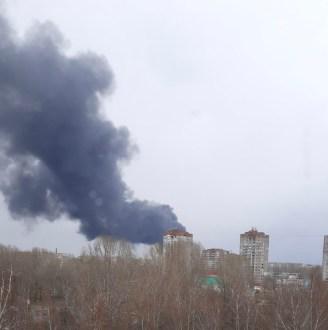Жителей Тольятти напугал чёрный дым от пожара