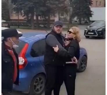 «Газуй отсюда»: депутат губернской думы ввязался в конфликт с работниками тольяттинской ярмарки