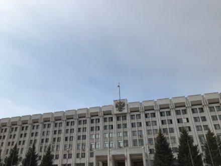 Дмитрий Азаров подписал закон о запрете продажи алкоголя в многоквартирных домах