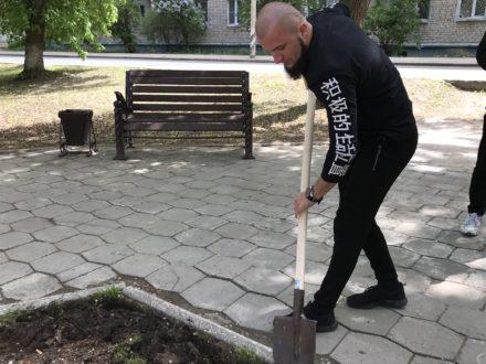 В Центральном районе Тольятти прошла посадка цветов