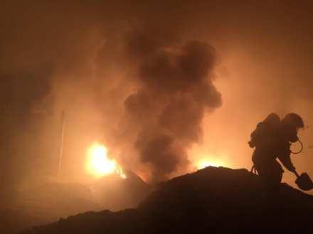 В Тольятти всю ночь тушили мощный пожар на бывшем заводе «Фосфор»
