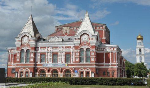 Дмитрий Азаров обсудил с архитекторами вопрос реконструкции Самарского театра драмы